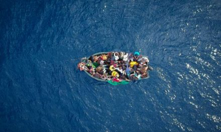 À VRAI DIRE – Quel accueil pour les migrants ? – Débat de rue #1