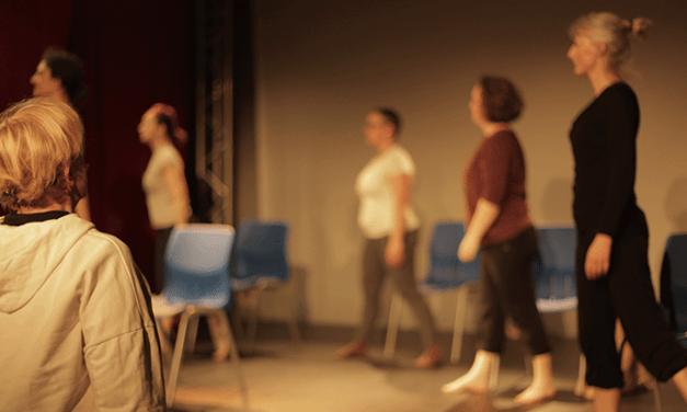 «Dansez, dansez, sinon nous sommes perdus !» – La cie Golmus s'invite dans l'espace public.