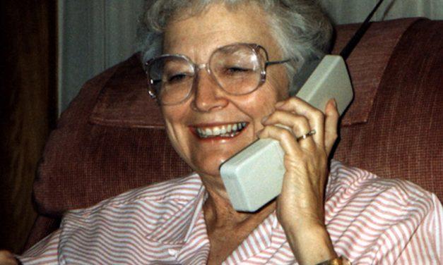 SATELLITES – Appel téléphonique à la voisine Germaine confinée… ou presque… – PAR GILLES DESNOIX