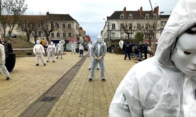 Zombies Blancs Sur Pavé Jaune – Déambulation politico-artistique